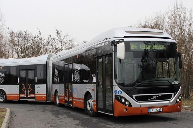 V Praze začne jezdit první hybridní autobus. Má ušetřit až třetinu paliva