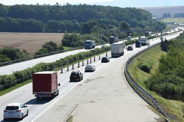 Chystá se další výhoda pro elektromobily. V Česku nemají platit za dálnice