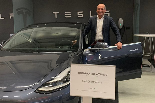 První majitel evropského Modelu 3 se pochlubil na Twitteru