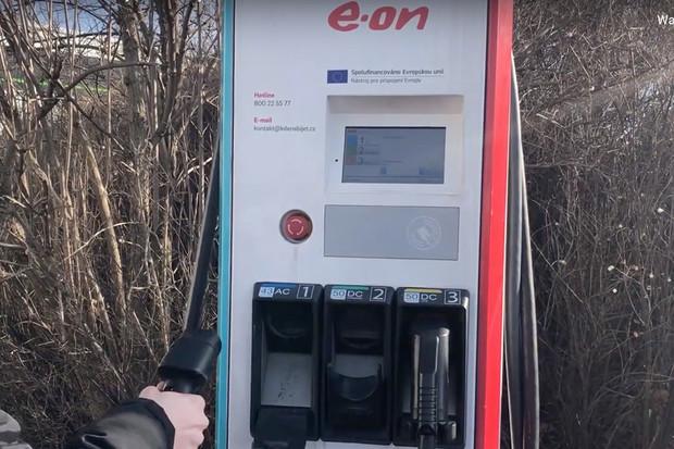 Jak nabíjet elektromobil u rychlonabíjecí stanice E.ON?