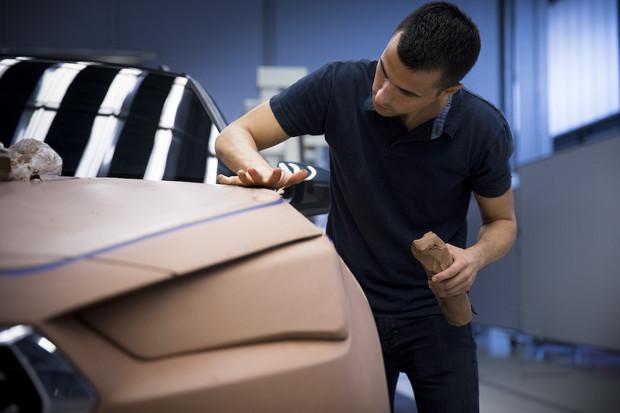 Věděli jste, že v automobilovém průmyslu pracuje i sochař?