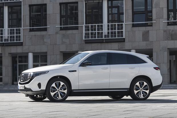 Mercedes umí na dálku odemknout u elektrického EQC větší dojezd