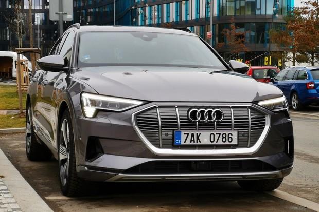 Začínáme testovat Audi e-tron. Ptejte se, co vás zajímá