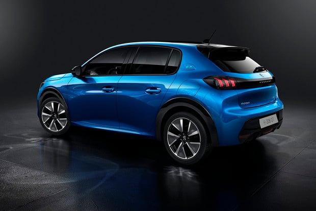 Peugeot zveřejnil české ceny svých elektromobilů e-208 a e-2008. Kolik stojí?