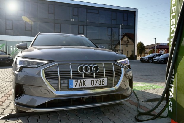 Audi propustí téměř 10 tisíc zaměstnanců. Pětina bude pracovat na elektromobilech