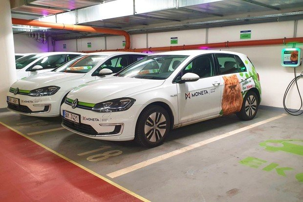 Kupujeme už jen elektromobily či hybridy, říká Petr Klička z MONETA Money Bank