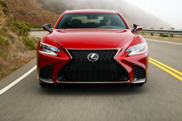 Autonomní Lexus LS se ukáže už příští rok. A možná rovnou na Olympiádě