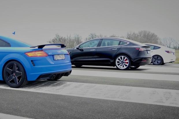 Audi TT vyzvalo na sprint hned dvě Tesly Model 3. Jak to dopadlo? Podívejte se ve videu