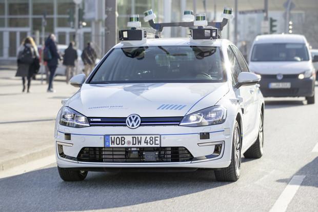 Volkswagen v Hamburku testuje několik e-Golfů s autonomním řízením úrovně 4
