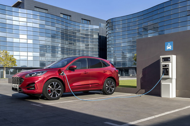 Je libo Ford Kuga jako plug-in hybrid, hybrid, nebo mild-hybrid? Není problém