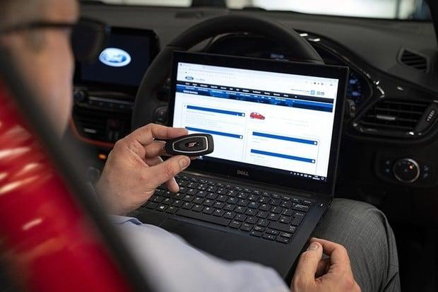 Ford nabízí obranu proti krádežím aut přes bezklíčové odemykání