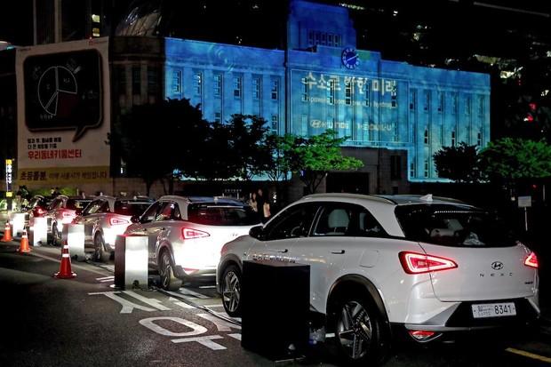 Hyundai Nexo zajišťoval během Dne Země projekci vize vodíkové společnosti