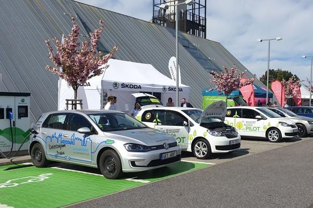 V Mladé Boleslavi se rojily elektromobily. Proběhl Den čisté mobility