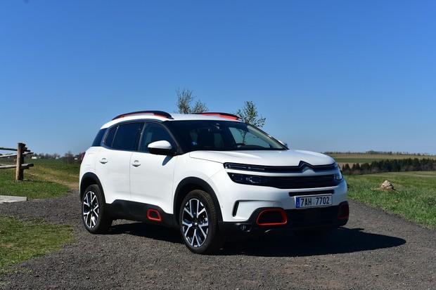 Vyzkoušeli jsme nástupce legendárního hydropneumatického odpružení od Citroënu