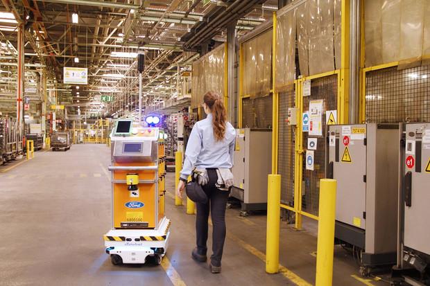 I Ford má svého autonomního robota, který pomáhá zaměstnancům ve výrobě