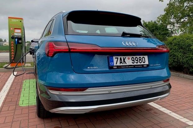 Jaká je spotřeba Audi e-tron na dálnici? Vyzkoušeli jsme to