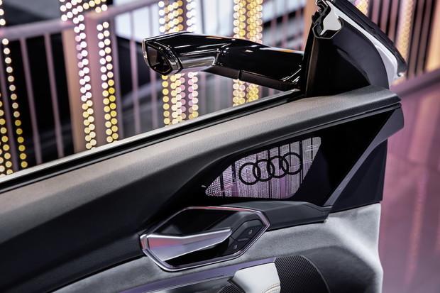 Vyzkoušeli jsme virtuální zpětná zrcátka v elektrickém SUV Audi e-tron. Jaká jsou?