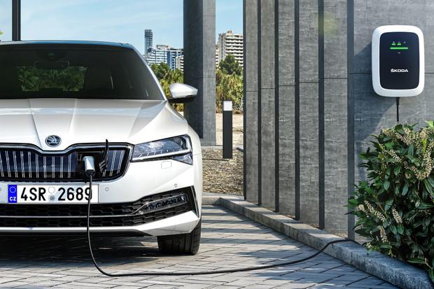 Jak obstojí plug-in hybridní Superb ve srovnání s dieselovou variantou?