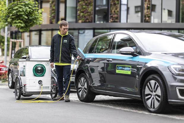 Mobilní nabíječka E-MONA nově obsluhuje elektroauta carsharingu CAR4WAY