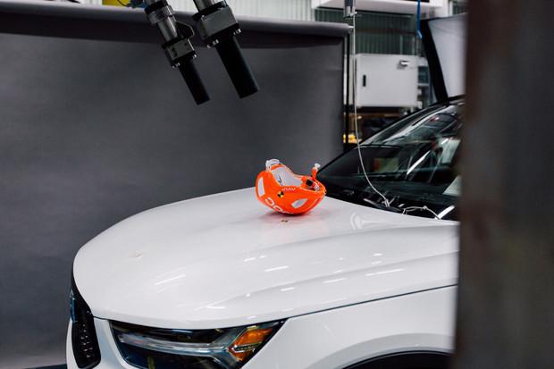 Společnosti Volvo a POC testovaly střet cyklisty s automobilem. Jak to proběhlo?