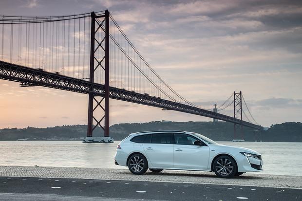 Peugeot spouští prodeje modelu 508 s batohem. Na plug-in hybrid si počkáme