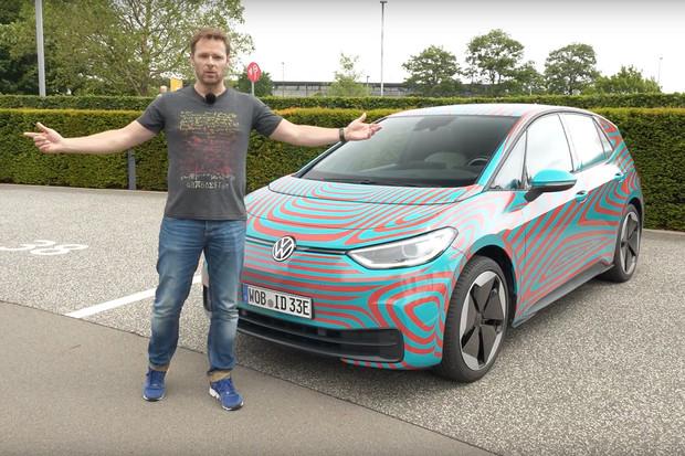 Němečtí kolegové důkladně prolezli Volkswagen ID.3. Podívejte se na video