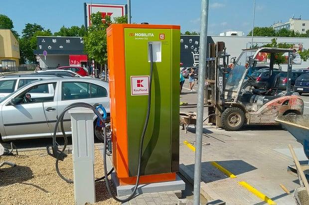 V Blansku u Brna vyrostla nová nabíjecí stanice pro elektromobily
