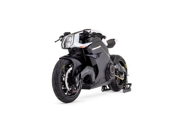 Motocykl jako ze sci-fi se představí v pohybu na festivalu rychlosti v Goodwoodu