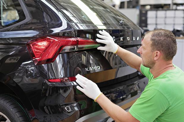 Škoda začala vyrábět Kamiq, po Kodiaqu a Karoqu už své třetí SUV pro evropský trh