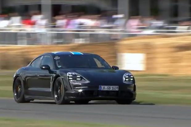 Podívejte se na video, jak elektrosupersport Porsche Taycan brázdí trať v Goodwoodu