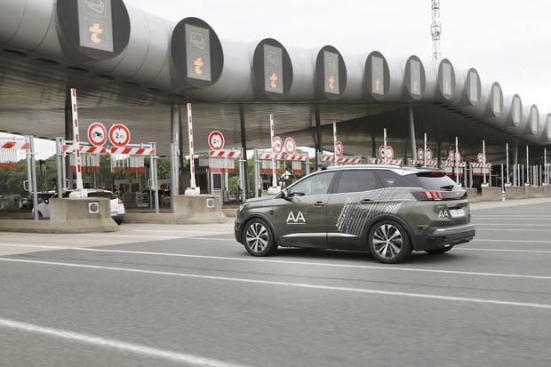 Koncern PSA testuje autonomní auta nejen při průjezdu mýtnou branou