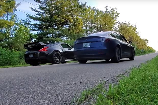 Kolik koní potřebuje Nissan 370Z, aby ve sprintu porazil Teslu Model 3?