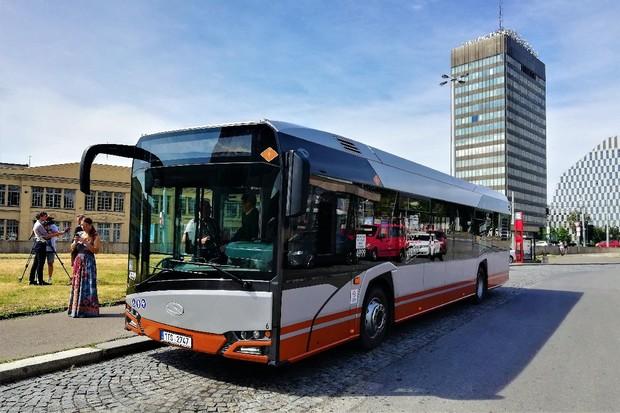 Dopravní podnik nasazuje do zkušebního provozu další hybridní autobus