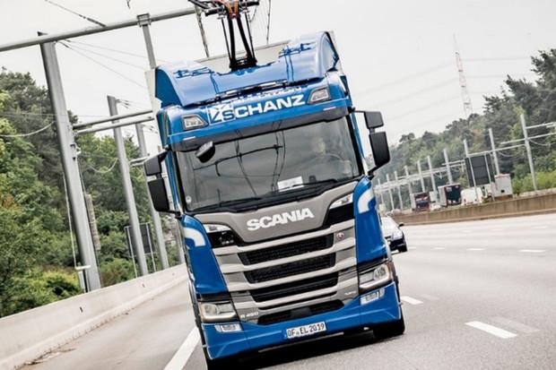 Spedition Schanz vozí barvy z Odenwaldu do Frankfurtu hybridní Scanií R 450