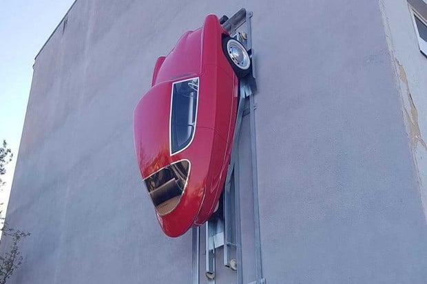 S elektromobilem Nobe 100 zaparkujete i na zdi. Budete si ho ale moci koupit?