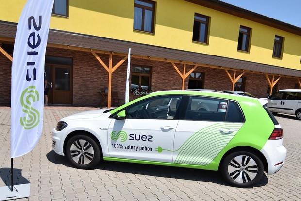 Společnost SUEZ do své flotily zařadila Volkswagen e-Golf od Skupiny ČEZ