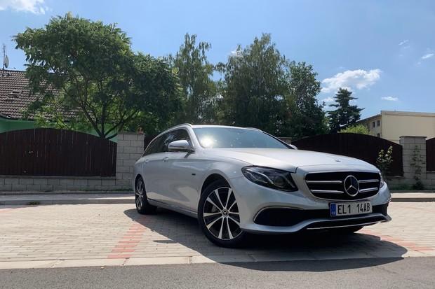 Mercedes pilně testuje menšího bratra luxusního modelu EQS. Přijde již v září