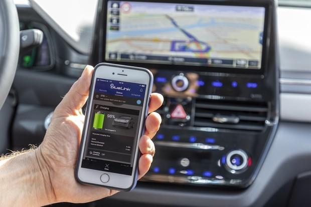 Už i vozy od Hyundai budeme moci ovládat přes chytré telefony