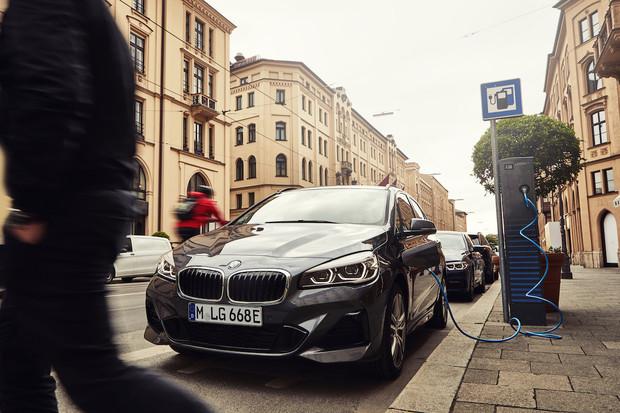 Rodinné BMW 225xe dostalo facelift. Nyní si troufne o dost dál na elektřinu
