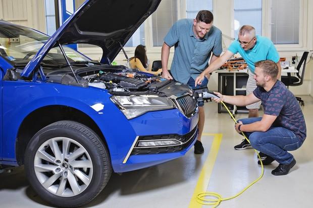 Škoda se naplno připravuje na elektromobilitu. Proškoluje všechny zaměstnance
