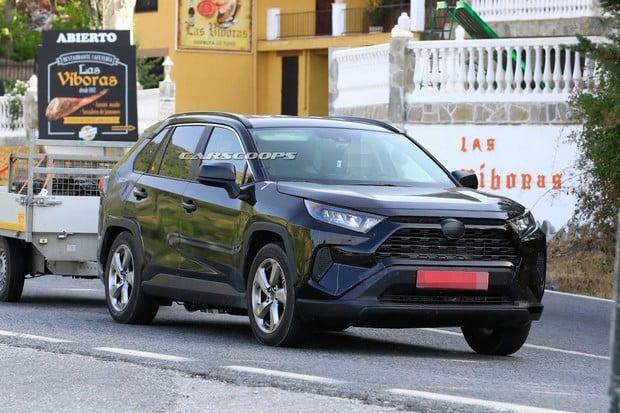 Toyotu RAV4 čekají velké změny. Konečně ji budete moci zapojit do zásuvky