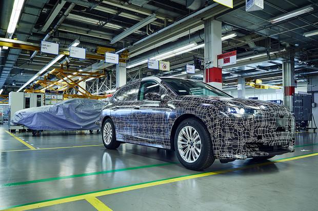 BMW zveřejnilo snímky z výroby konceptu iNEXT