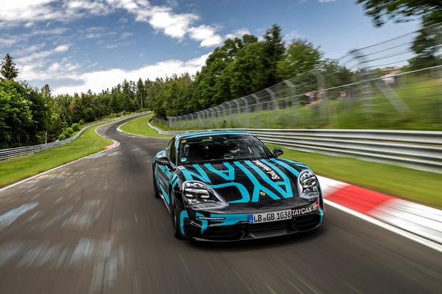 Už zítra se Porsche Taycan ukáže světu. Co všechno o něm víme?