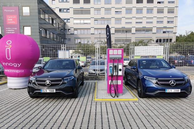 Elektrický Mercedes EQC poprvé na českých silnicích. Je úžasně tichý