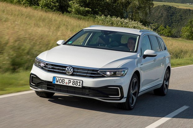Volkswagen Passat GTE dostal větší baterii. Kolik ujede?