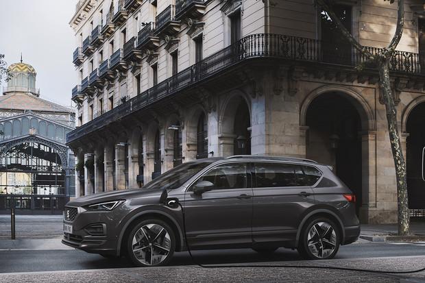 Máte rádi plug-in hybridní SUV? Už i SEAT jedno takové má