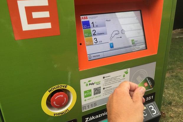 Další rychlonabíjecí stanice skupiny ČEZ se nachází v Klimkovicích vedle kina