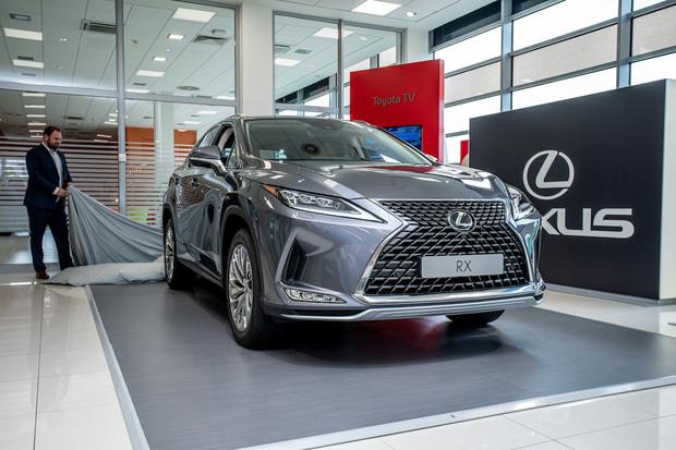 Třikrát hurá! Modernizovaný Lexus RX dostal podporu CarPlay. A nejen to