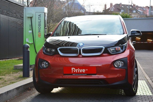 Elektromobily možná budou mít v Česku vlastní SPZ