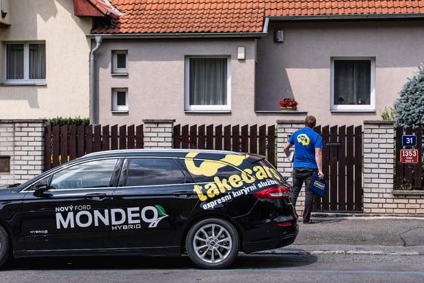 Ford Mondeo HEV prošel testováním u kurýrní služby v Praze. Jak si vedl?